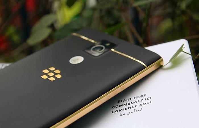 Blackberry Passport mạ vàng