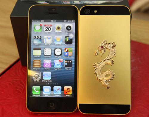 Điện thoại iphone gắn rồng mạ vàng tại Vina Gold Art