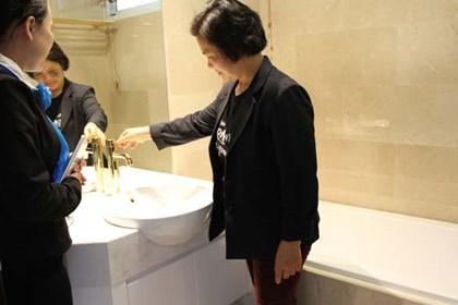 Nội thất phòng tắm dát vàng do Vina Gold Art thi công