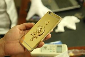 iphone 6 mạ vàng gắn rồng đúc vàng- Vina Gold Art