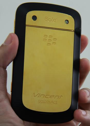 Blackberry 9900 mạ vàng 24K