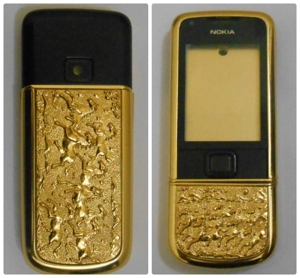 Điện thoại 8800 trước khi được mạ vàng phần gáy camera