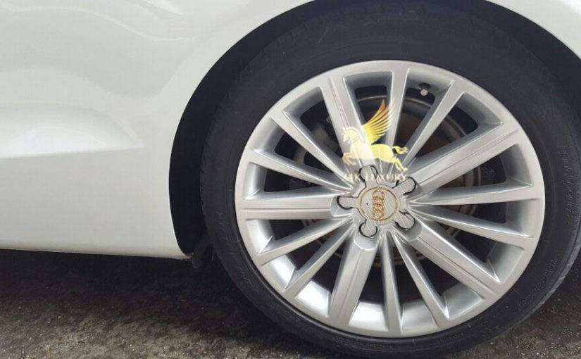 Mạ vàng logo ốp la răng ô tô Audi