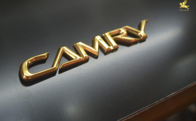 logo camry mạ vàng