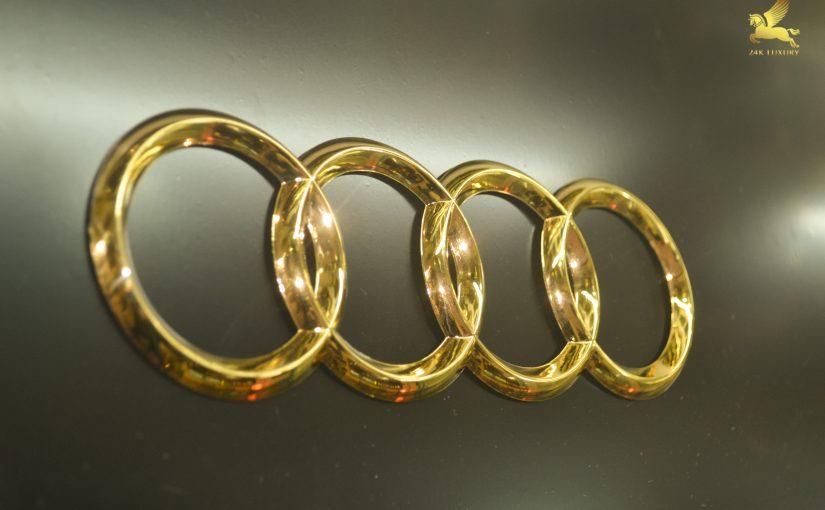 Logo audi mạ vàng