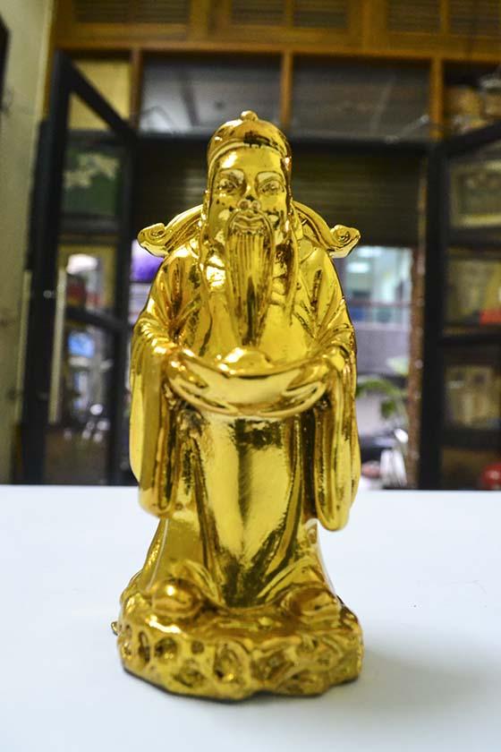 Tượng ông Lộc mạ vàng mang lại nhiều tài lộc cho gia đình