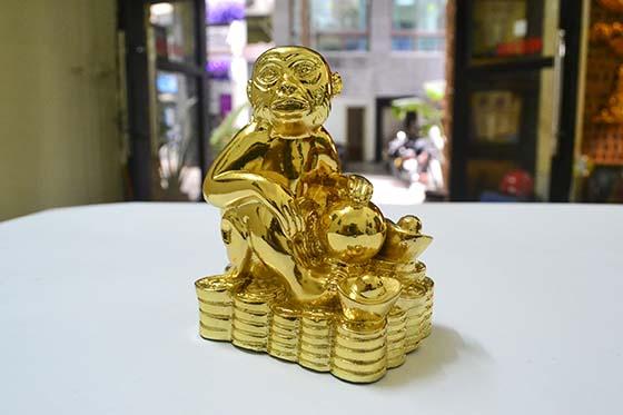 Tượng khỉ mạ vàng