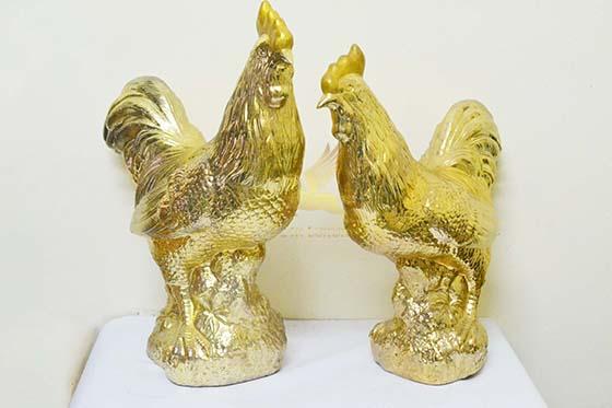 Tượng gà đất nung mạ vàng
