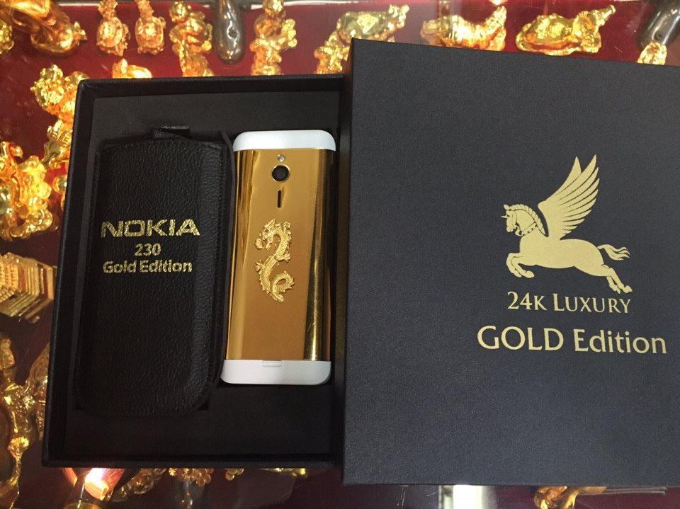 Nokia 230 gắn rồng mạ vàng là sự cầu kỳ và tinh xảo trên từng chi tiế