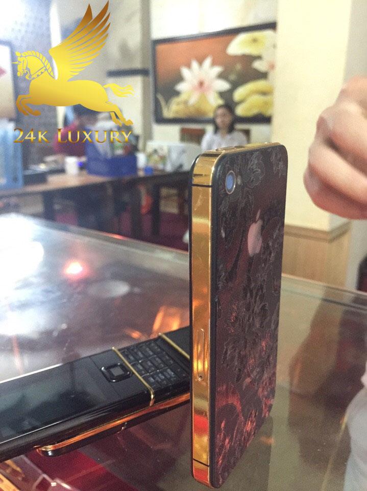 bộ sưu tập điện thoại mạ vàng siêu độc của khách hàng VIna Gold Art
