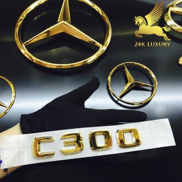 Logo Mercedes mạ vàng và các phụ kiện của xe ô tô mạ vàng