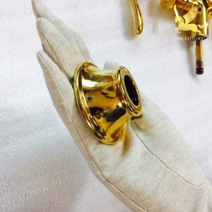 Ốc vít mạ vàng nằm trong bộ sản phẩm vòi tắm mạ vàng
