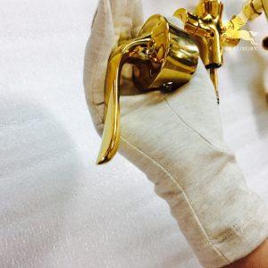 Tay sen mạ vàng là săn phẩm nằm trong bộ vòi tắm mạ vàng
