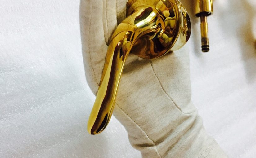 Vòi rửa mạ vàng