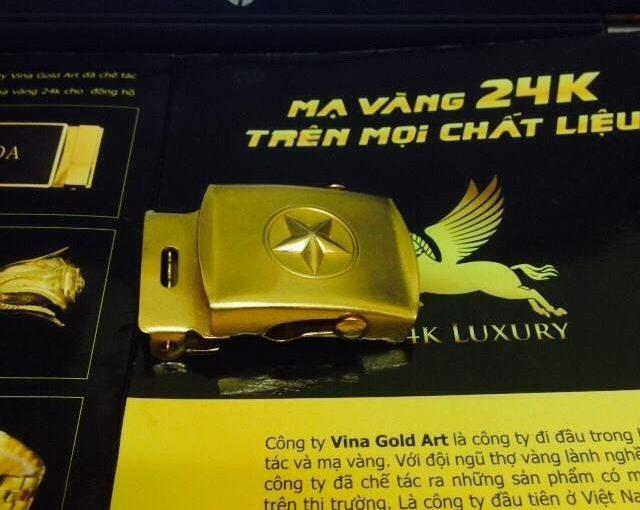 Dây lưng mạ vàng sần là món quà bạn có thể lựa chọn dành tặng cho bạn bè, người thân