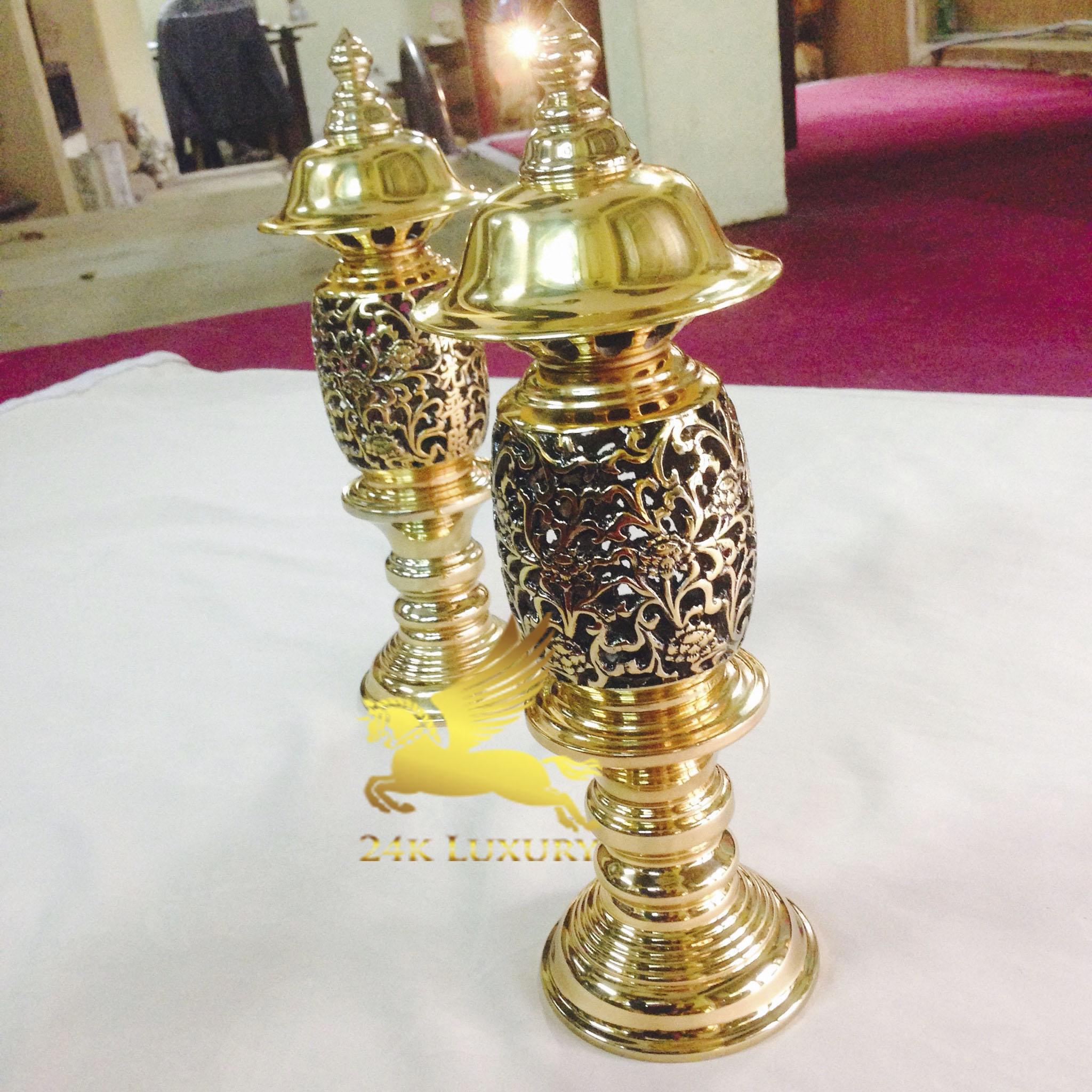 Đèn thờ mạ vàng sẽ mang lại cảm giác ấm cúng, không gây chói mắt khi bước vào phòng thờ.