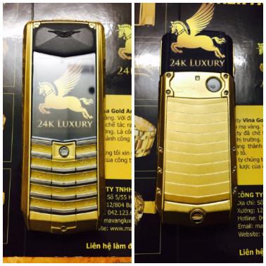 Phần trước và sau của điện thoại Vertu Ascent Ti black leather mạ vàng