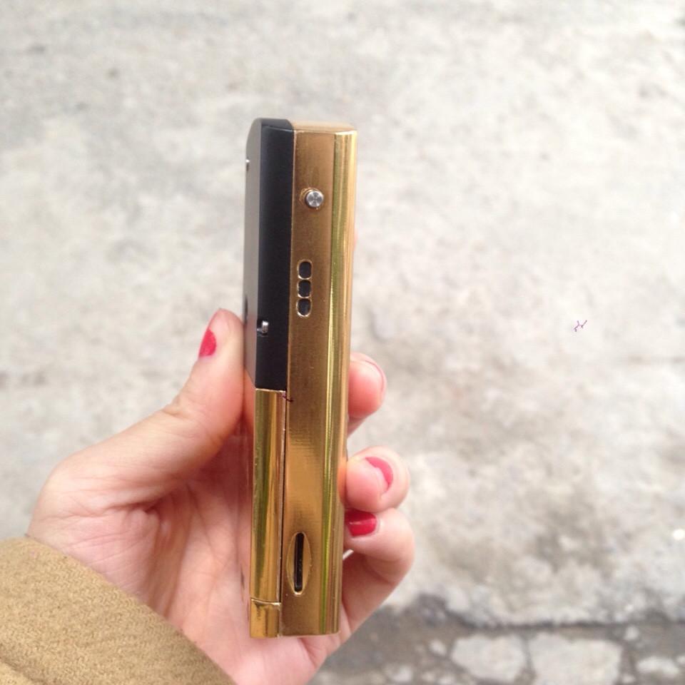 Từng chi tiết, góc cạnh của điện thoại Mobiado Luminoso được mạ vàng 24k