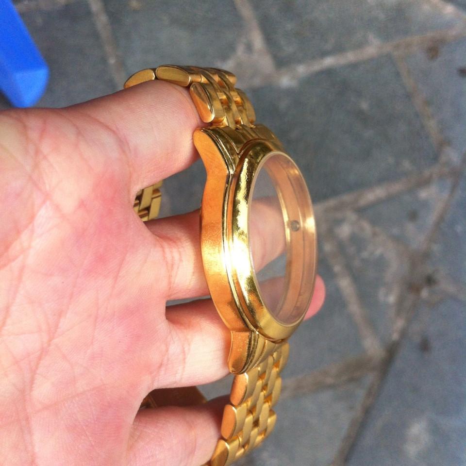 Bộ khung của đồng hồ Tag Heuer mạ vàng