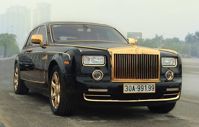 Tổng thể toàn bộ xe Roroyce được mạ vàng