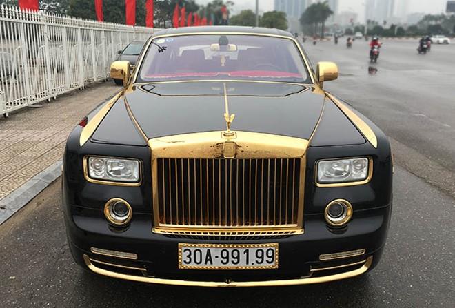 Ô tô Roroyce mạ vàng 24k