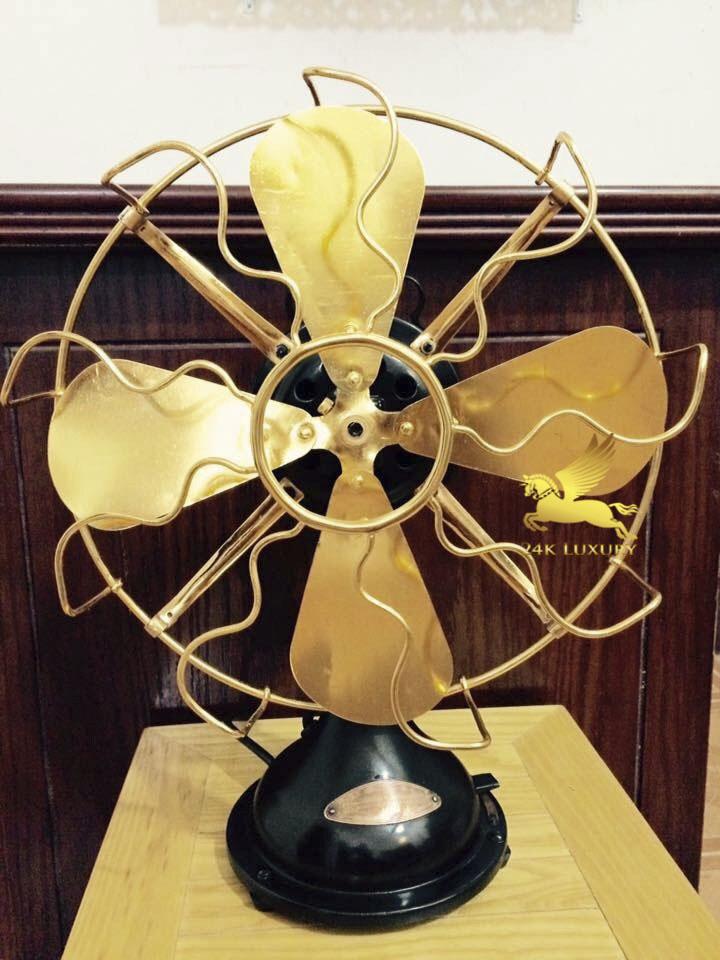 Quạt cơ mạ vàng sẽ làm nổi bật trong gian nhà của bạn cho dù bạn đặt quạt ở bất kỳ vị trí nào