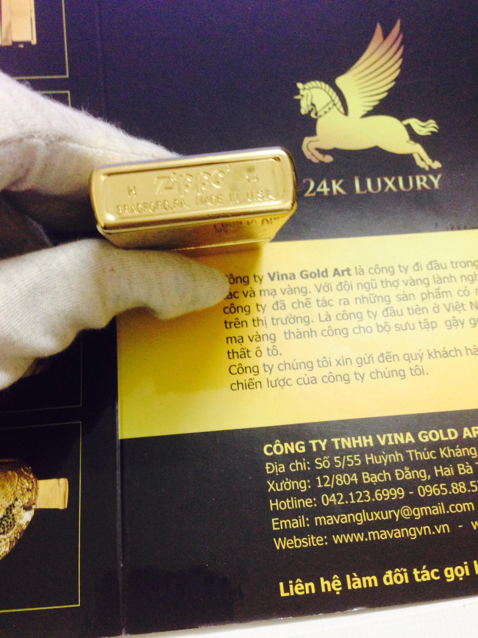 Tất cả các góc cạnh của zippo được mạ vàng 24k