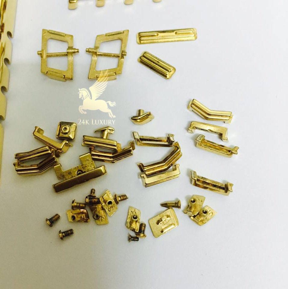 Tât cả các chi tiết nhỏ nhất từ ốc vít của điện thoại được mạ vàng 24k