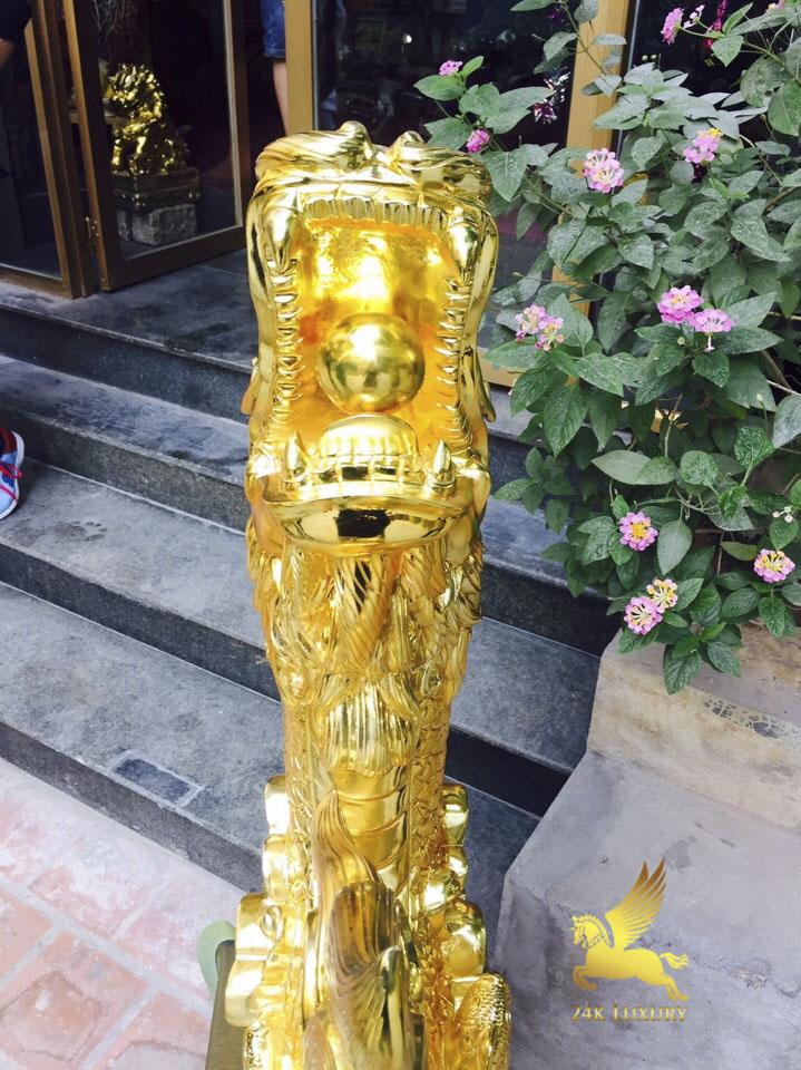Cá Chép Hoá Rồng phun vàng rất thích hợp cho những người làm kinh doanh