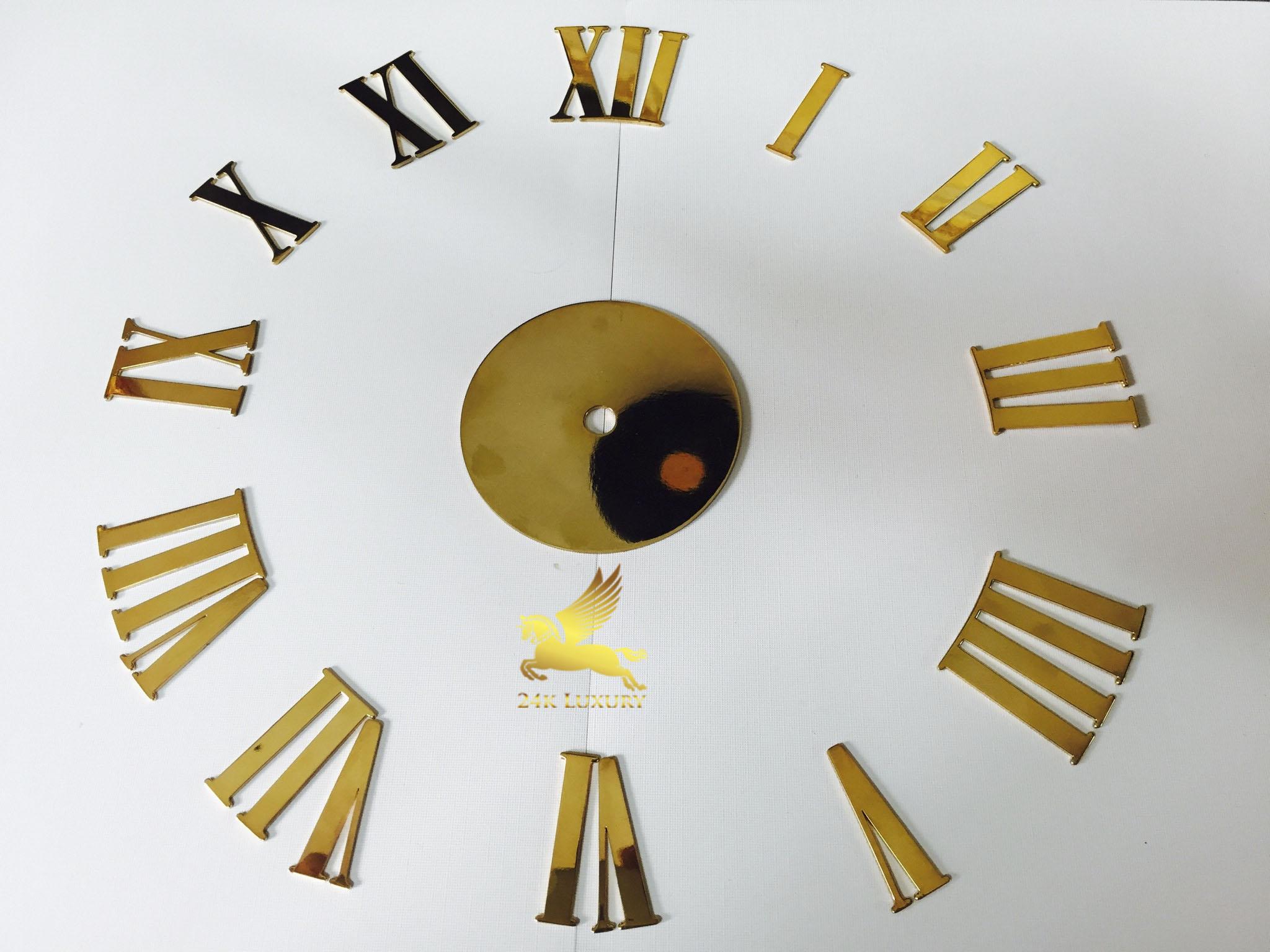 Đồng hồ treo tường mạ vàng là một thiết kế độc đáo, kiểu dáng và màu sắc đặc biệt đầy chất nghệ thuật