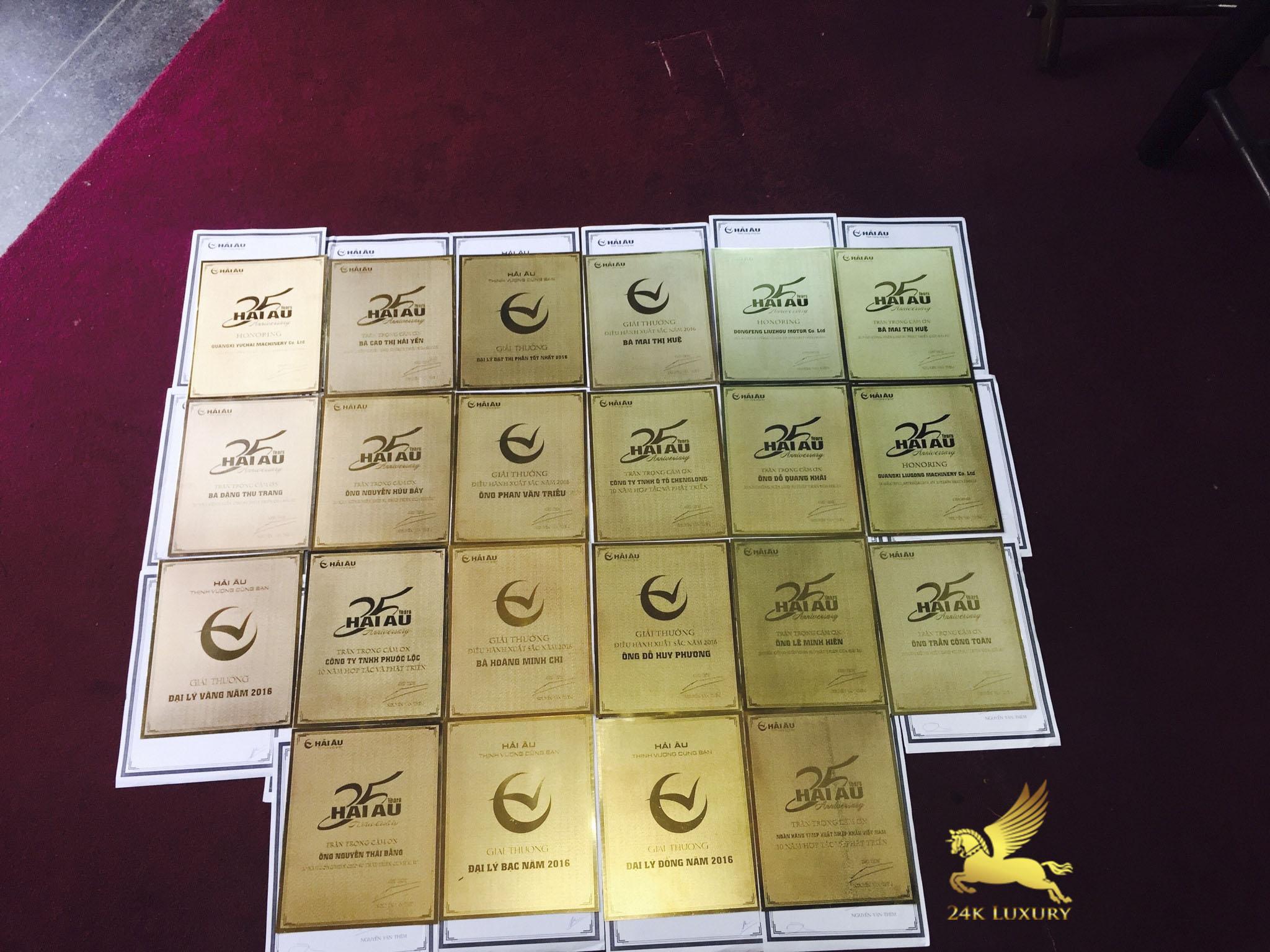 Kỷ niệm chương mạ vàng góp phần tôn vinh giá trị của món quà