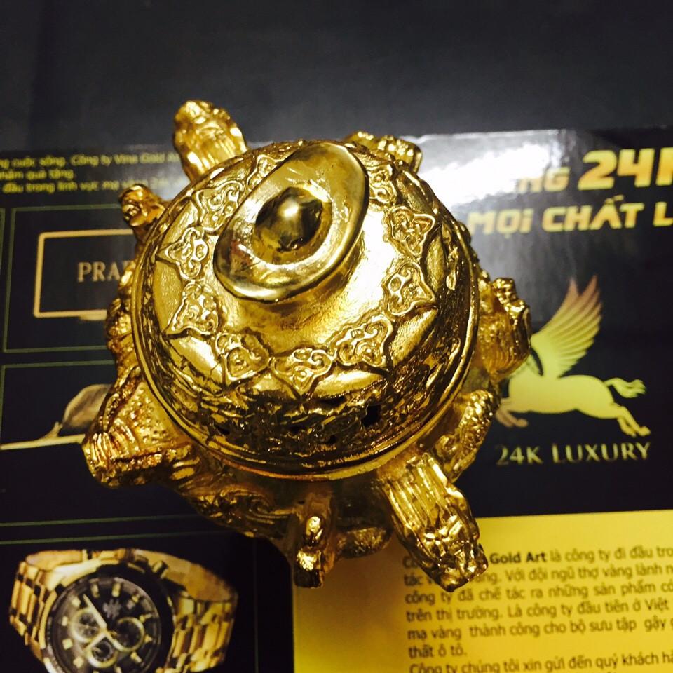 Tất cả các chi tiết, góc độ và hoa văn của lư đốt trầm hương đều được mạ vàng 24k